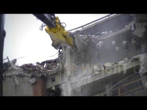 Watch the GDT (Genesis Razer Demolition tool) attachment tackling high reach tasks.